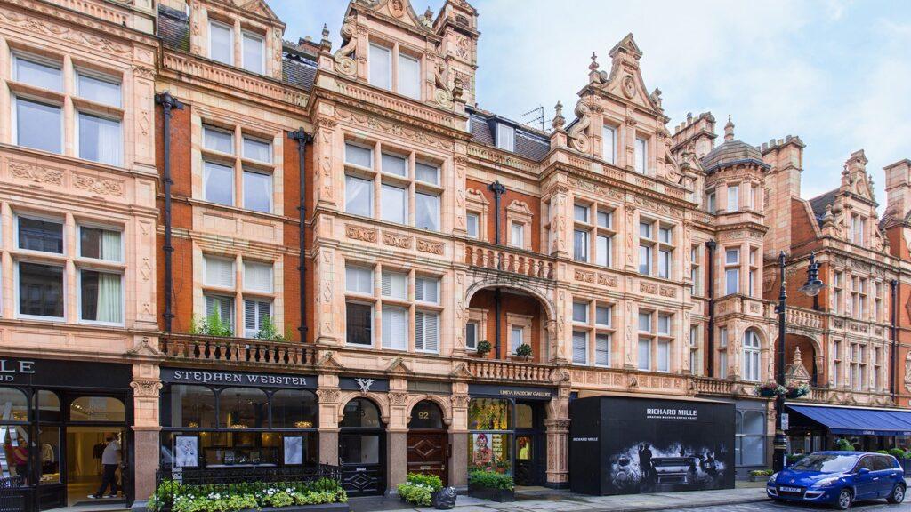 7 reasons to explore London's prestigious Mayfair