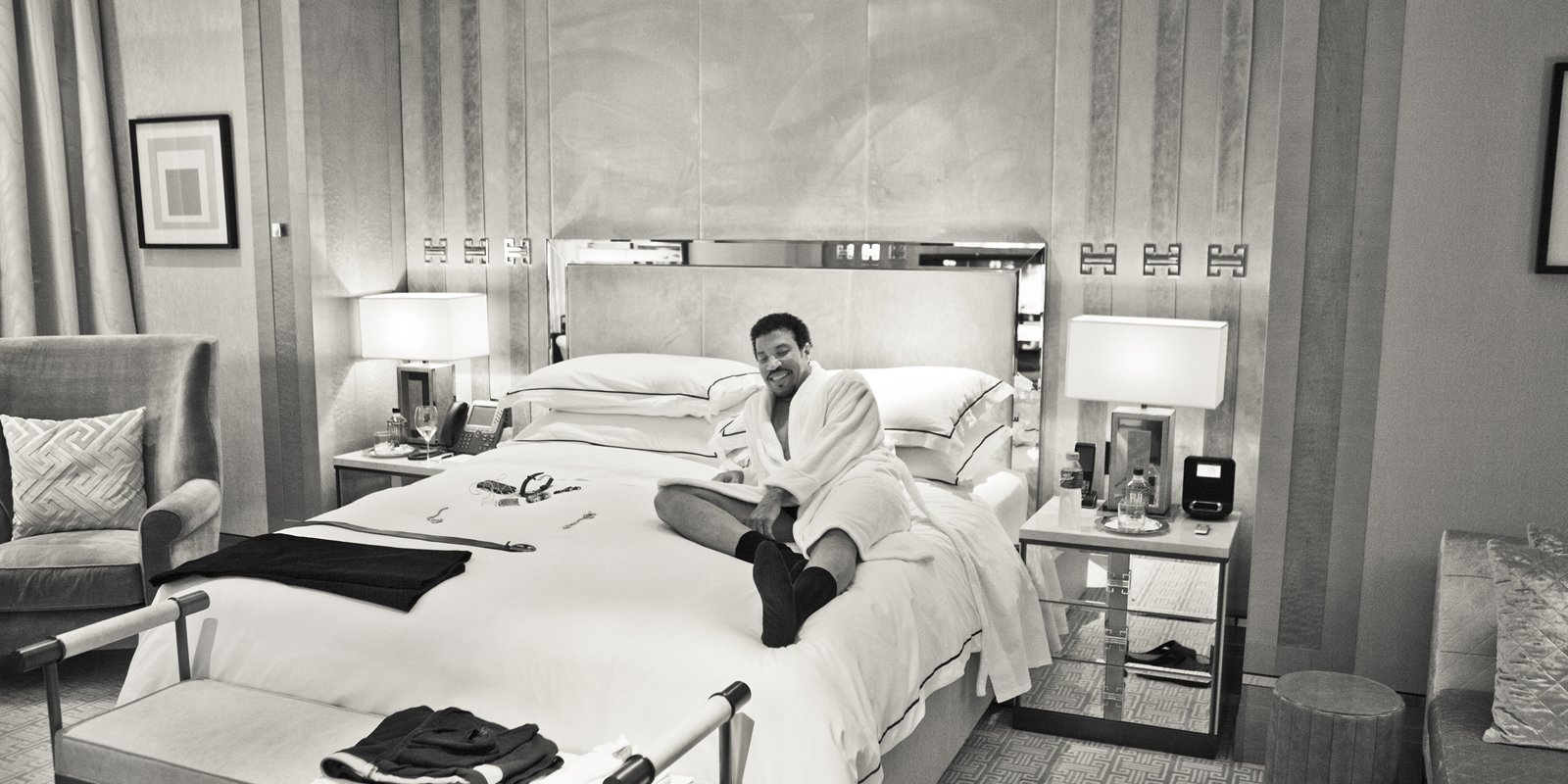 45-park-lane-art-exhibitions-lionel-richie-bed