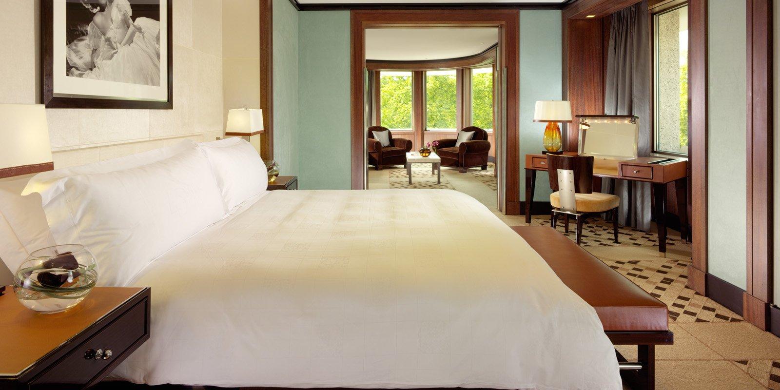45-park-lane-hotel-park-lane-suite-bedroom