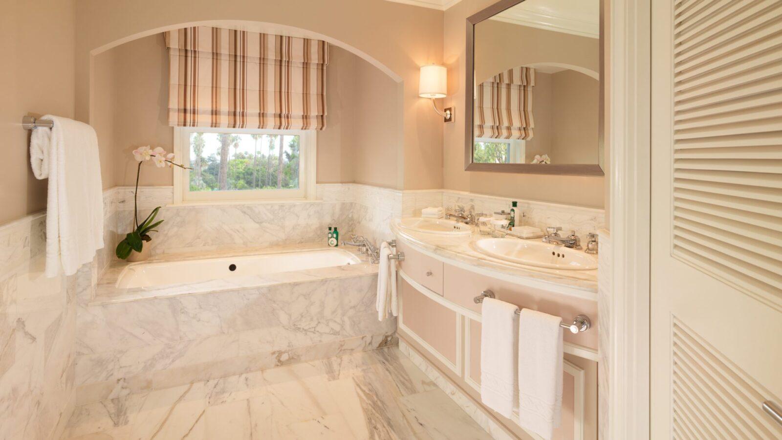 Bathrooms of lavish luxury