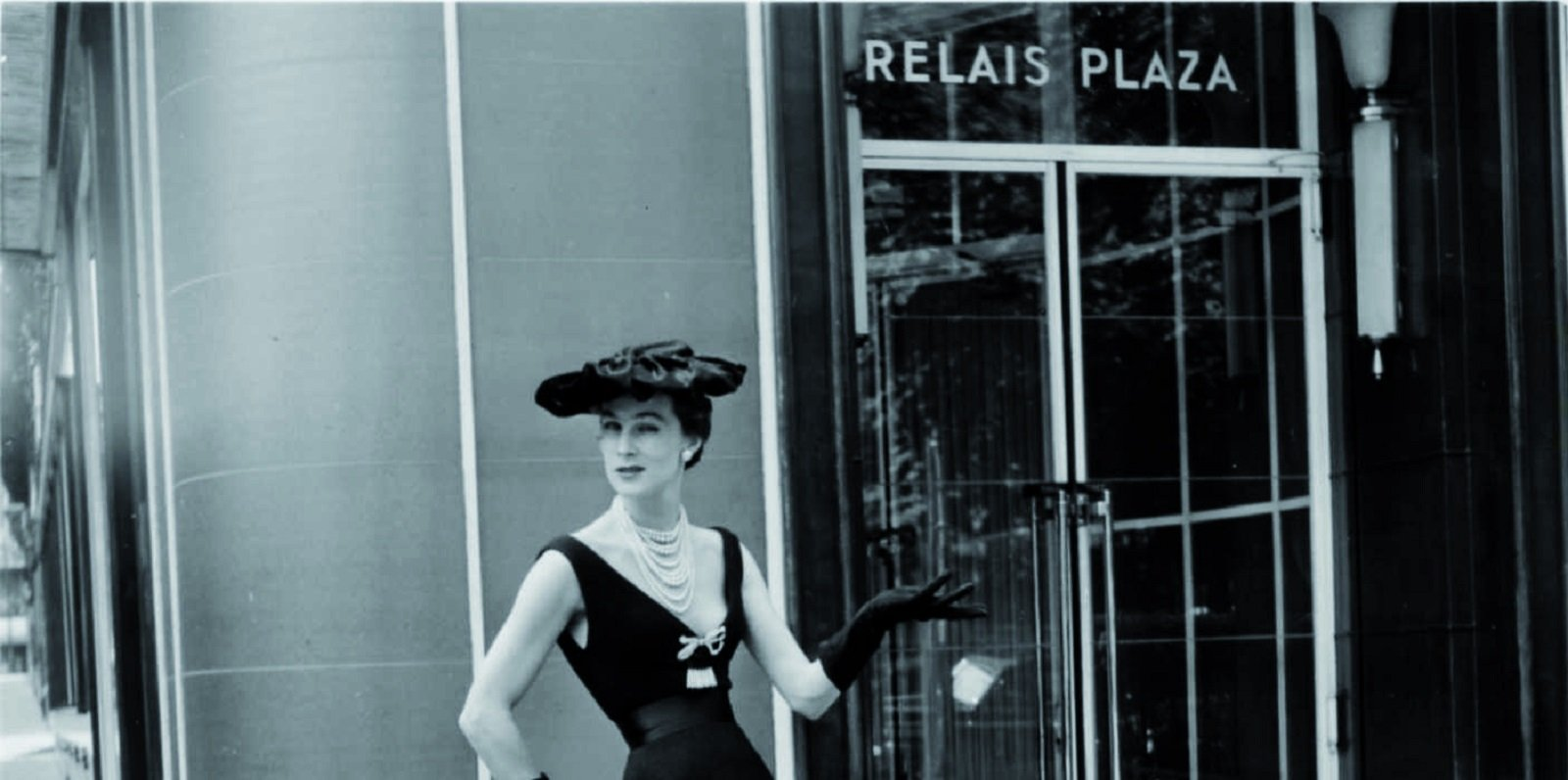 Christian Dior Model in front of the Hôtel Plaza Athénée