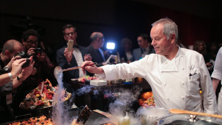 Wolfgang Puck serves a star-worthy menu at the Governors Ball