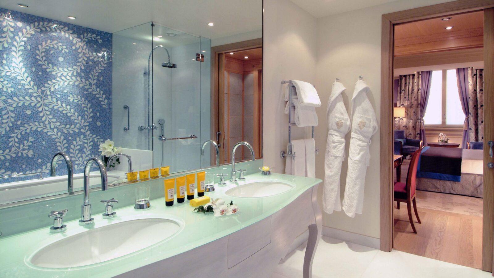 Mosaic Room bathroom at Hotel Principe di Savoia