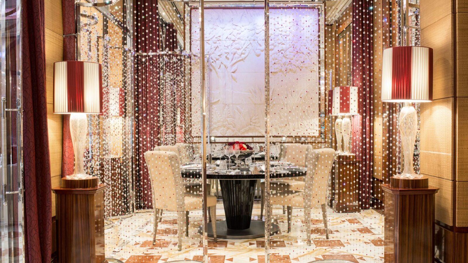 Tavolo cristallo the beverly hills hotel dorchester collection - Tavolo cristallo ...