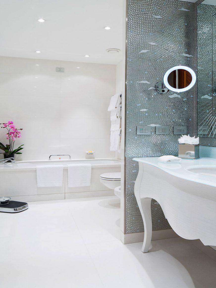 Junior Suite Bathroom, Principe di Savoia Milan