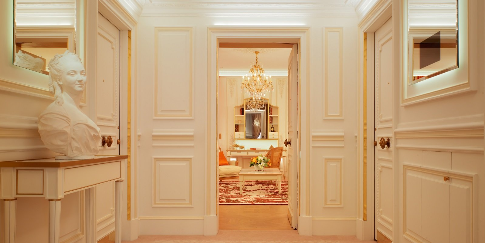 Le-meurice-Pompadour suite paris entrance