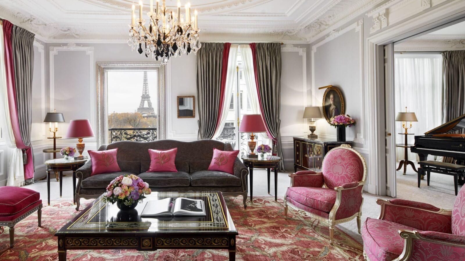 Suite Eiffel Haute Couture