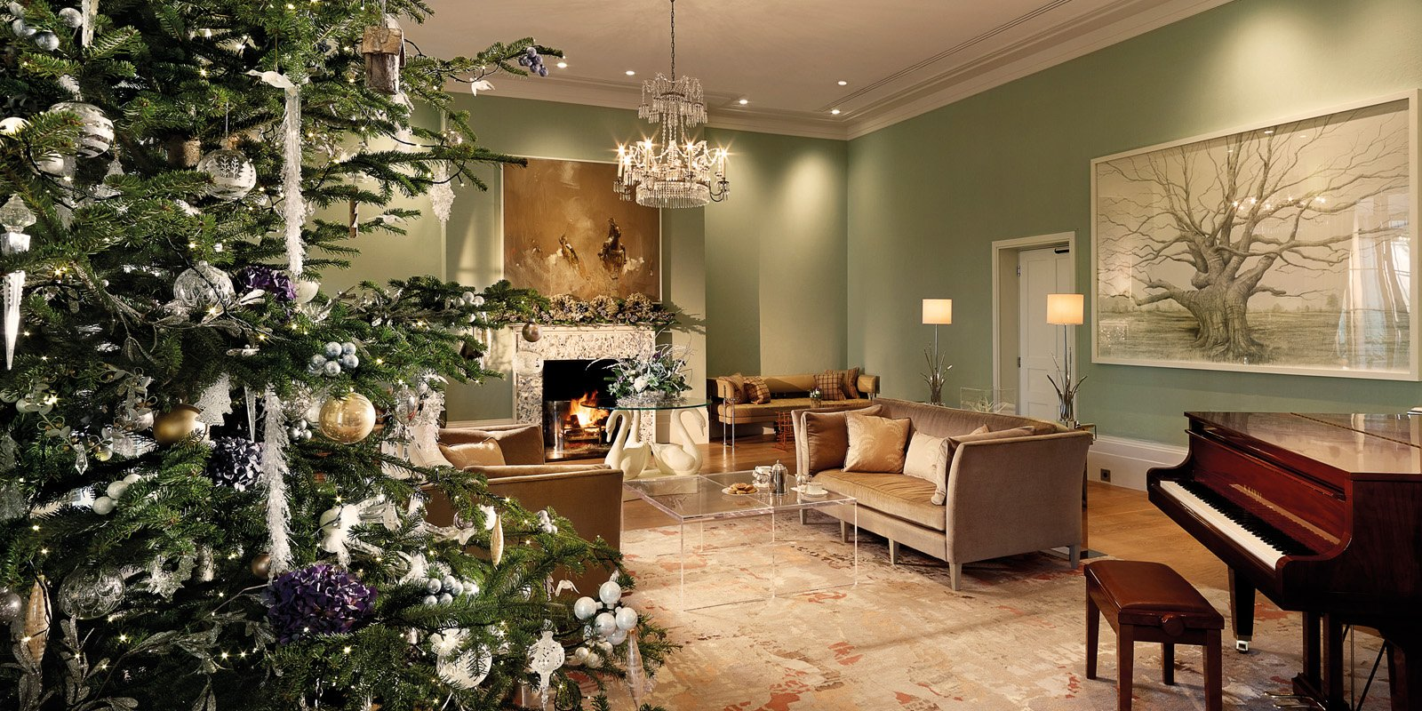 coworth-park-hotel-drawing-room-christmas