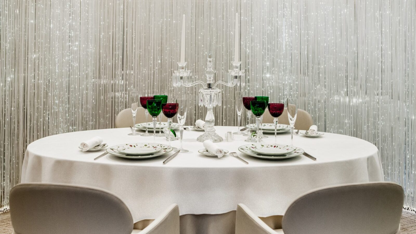 Alan ducasse restaurants the dorchester dorchester for Cafe le jardin bell lane london