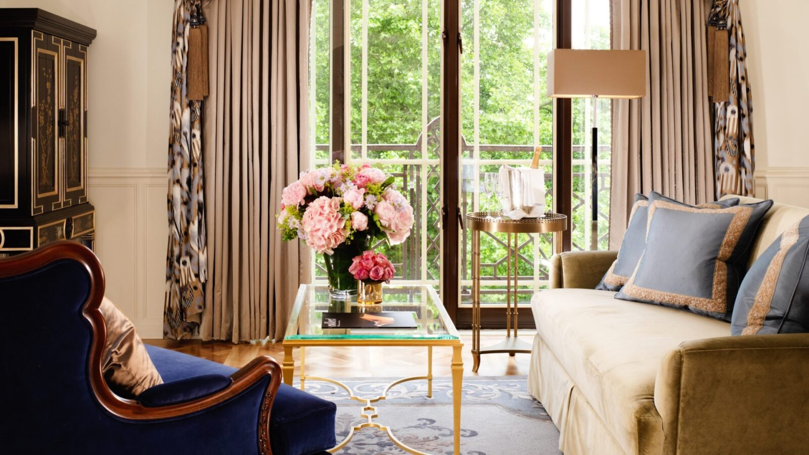 london-the-dorchester-london-belgravia-suite-living-room-landscape