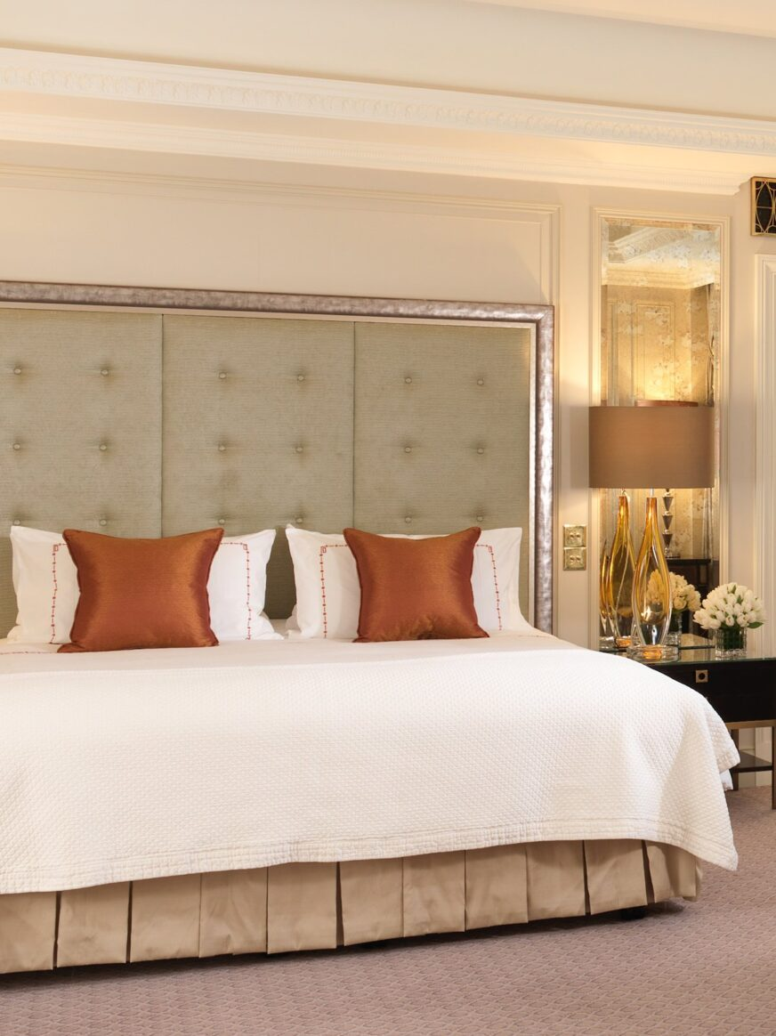 Deanery suite london the dorchester dorchester collection - Beautiful snooze bedroom suites packing comfort in style ...