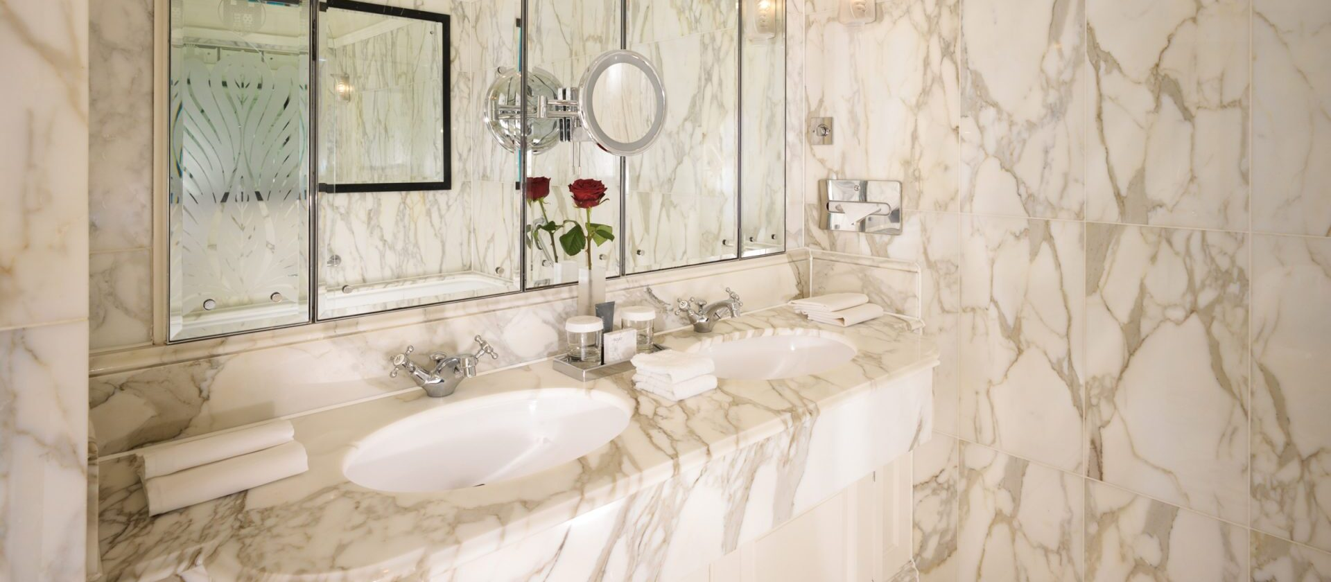london-the-dorchester-london-stanhope-suite-bathroom-landscape