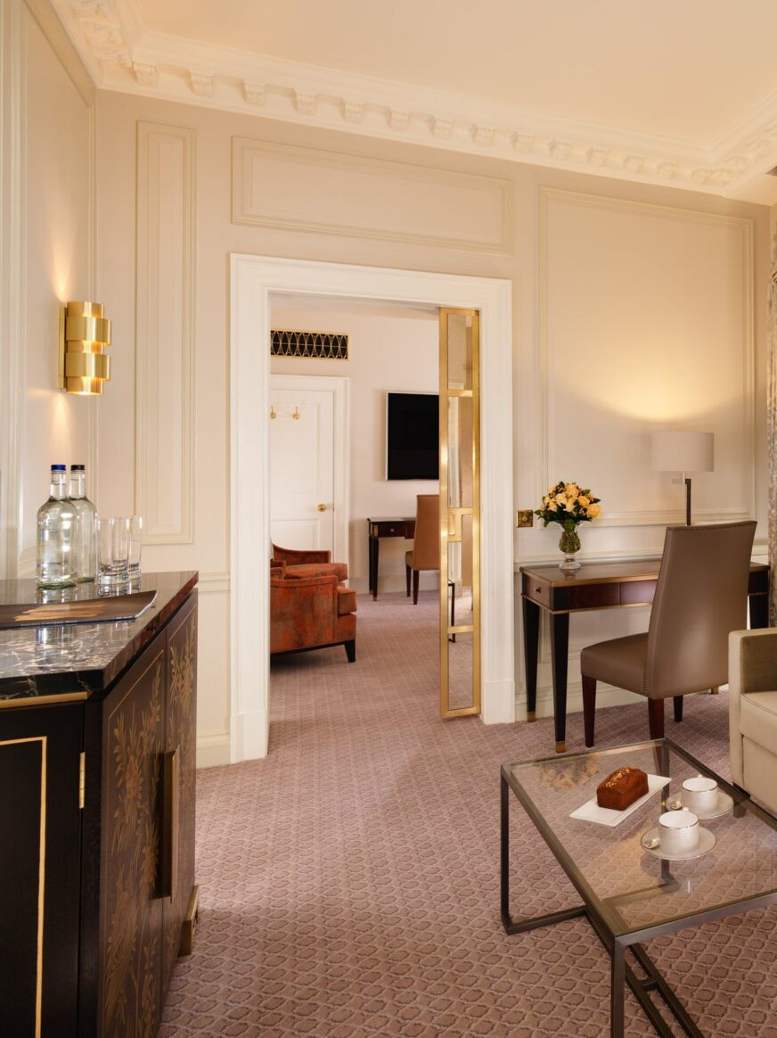 london-the-dorchester-stanhope-suite-sitting-room-portrait