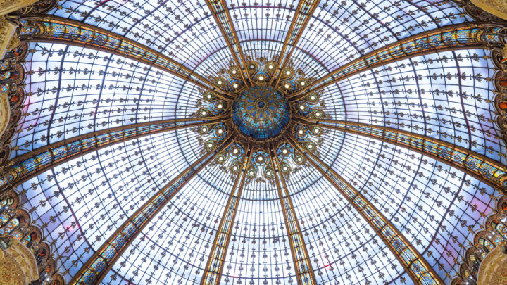 this image shows the ceilling of the Galeries Lafayette in Paris
