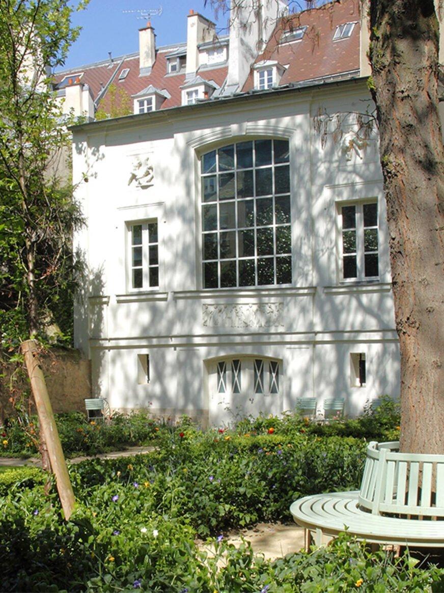 this image shows the Musée Delacroix's facade in Paris