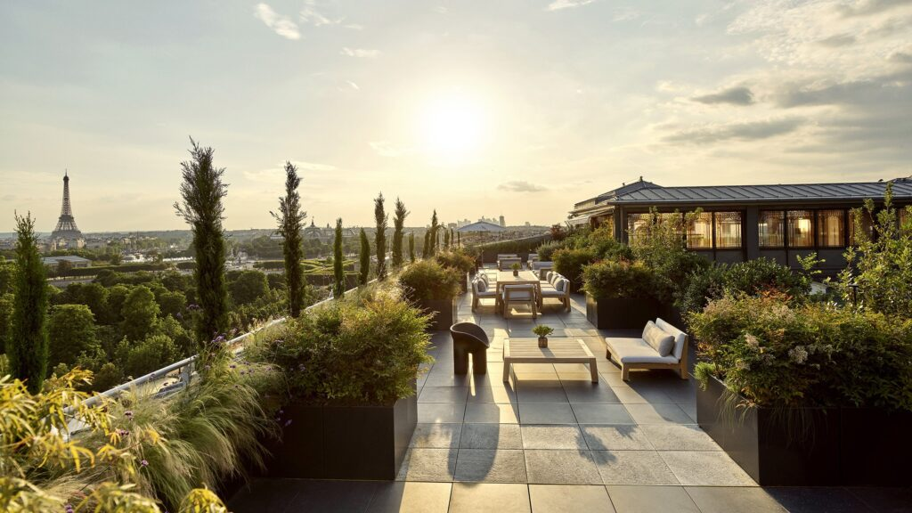 Terrace garden with 360˚ Paris view