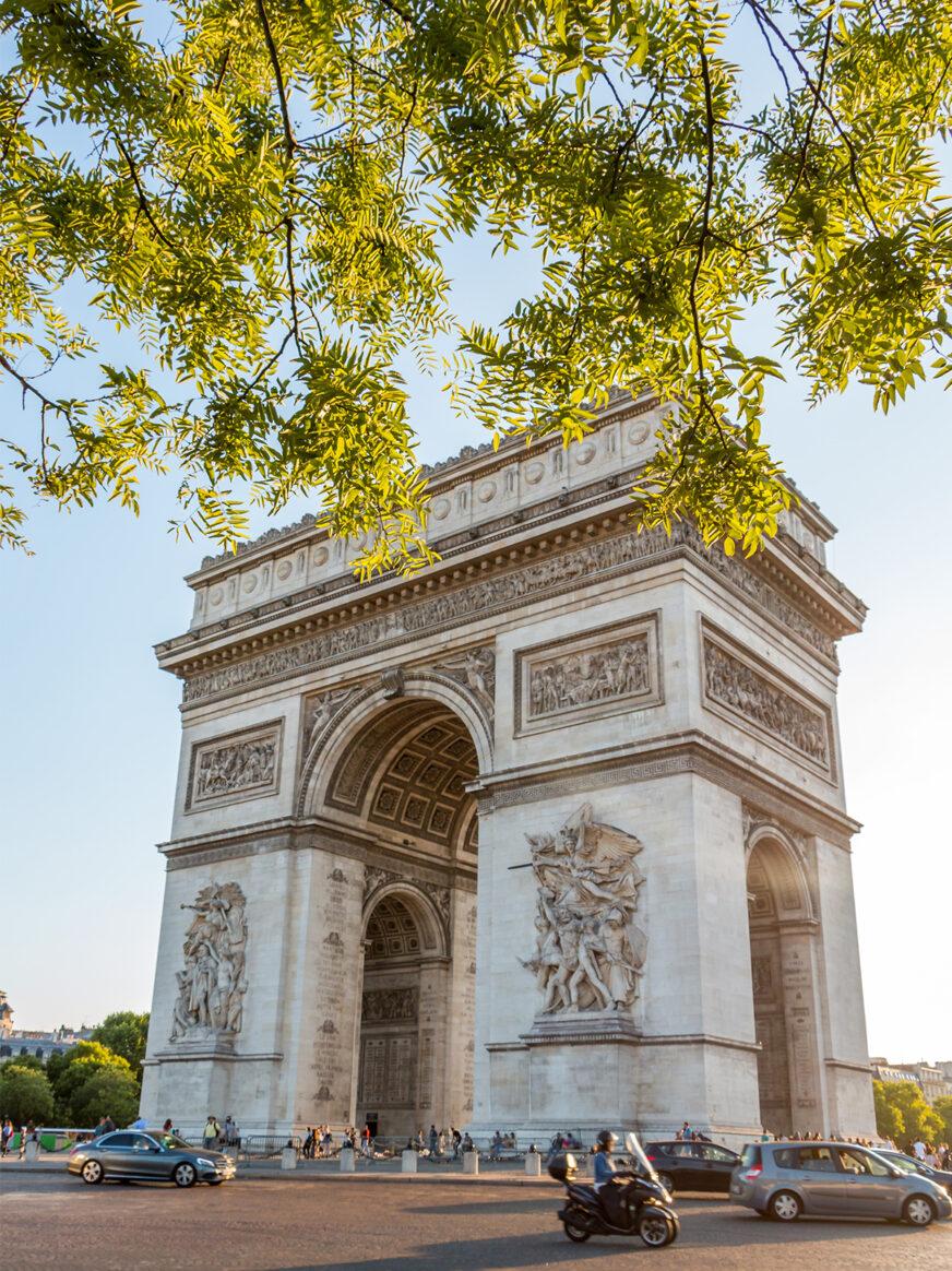 this image shows the Arc de Triomphe in Paris