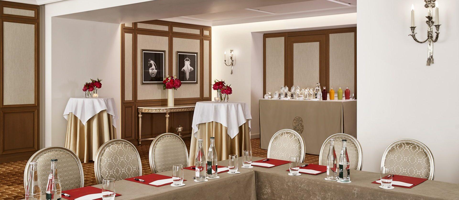 Le salon creation a hotel plaza ath n e dorchester - Salon prestige organza ...