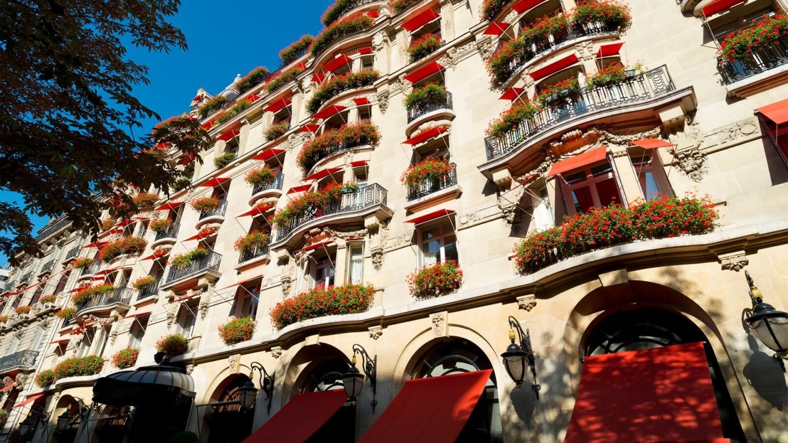 H tel plaza ath n e dorchester collection for Hotel des bains paris 14e