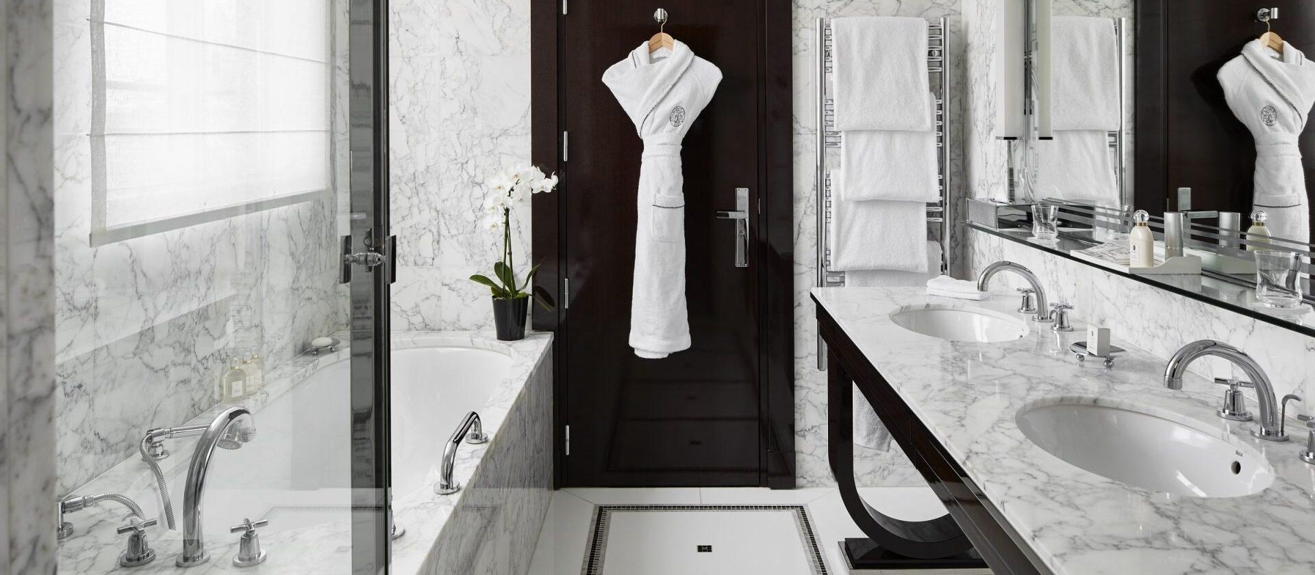 l 39 appartement paris h tel plaza ath n e dorchester. Black Bedroom Furniture Sets. Home Design Ideas