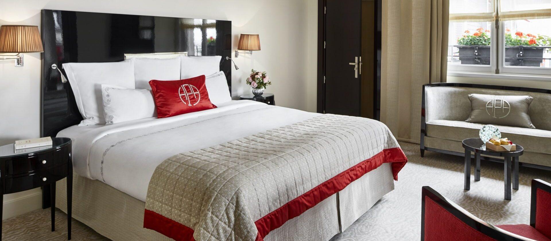 L 39 appartement paris h tel plaza ath n e dorchester - Salon prestige organza ...