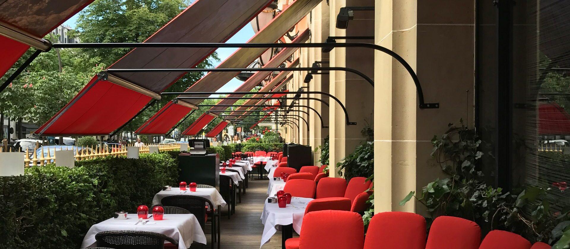 la terrasse montaigne hotel plaza ath n e dorchester collection. Black Bedroom Furniture Sets. Home Design Ideas