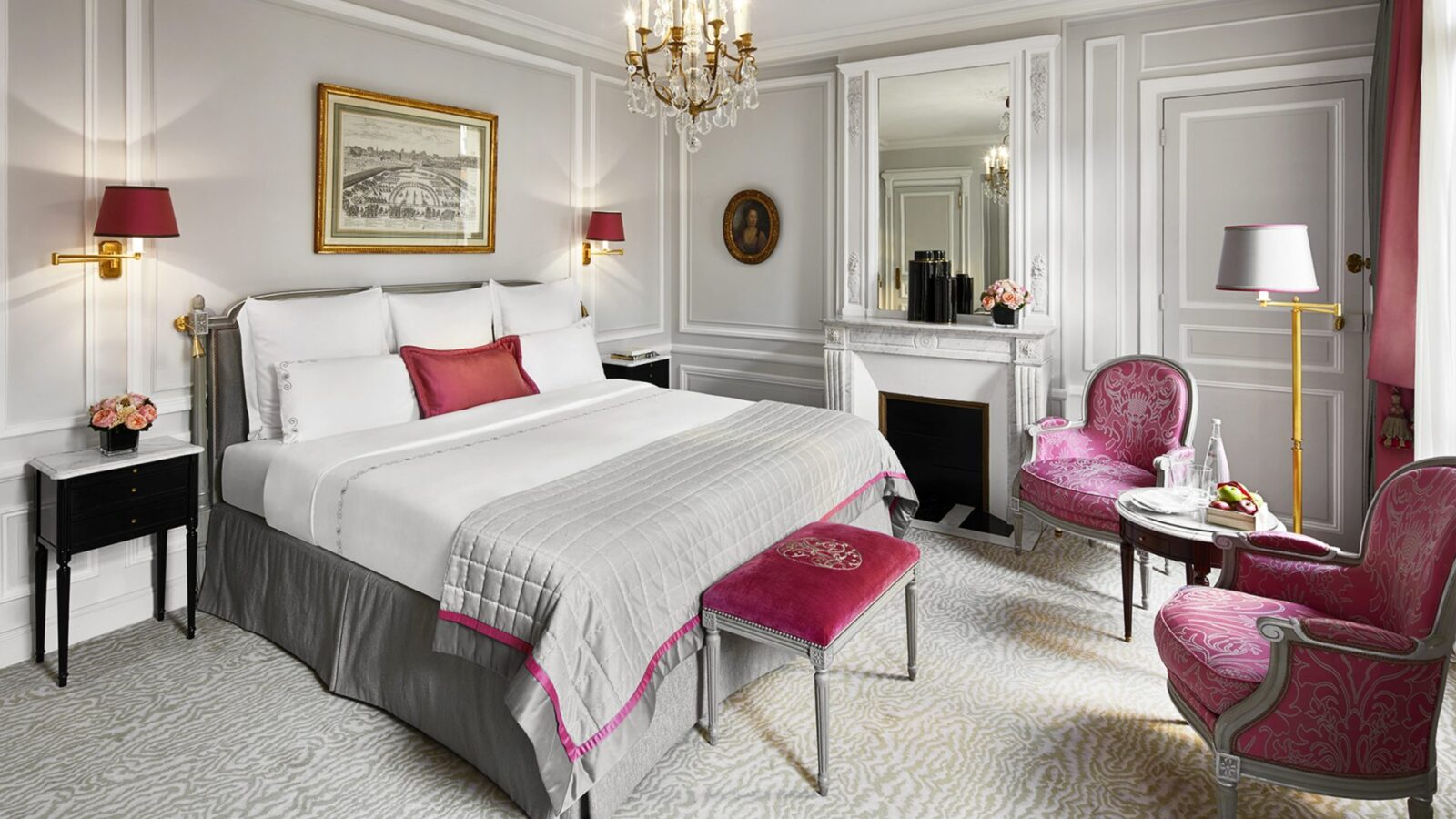 Deluxe room at Hôtel Plaza Athénée, Paris