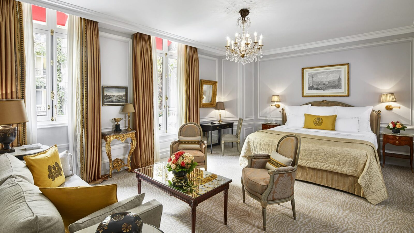 Junior Suite at Hôtel Plaza Athénée, Paris