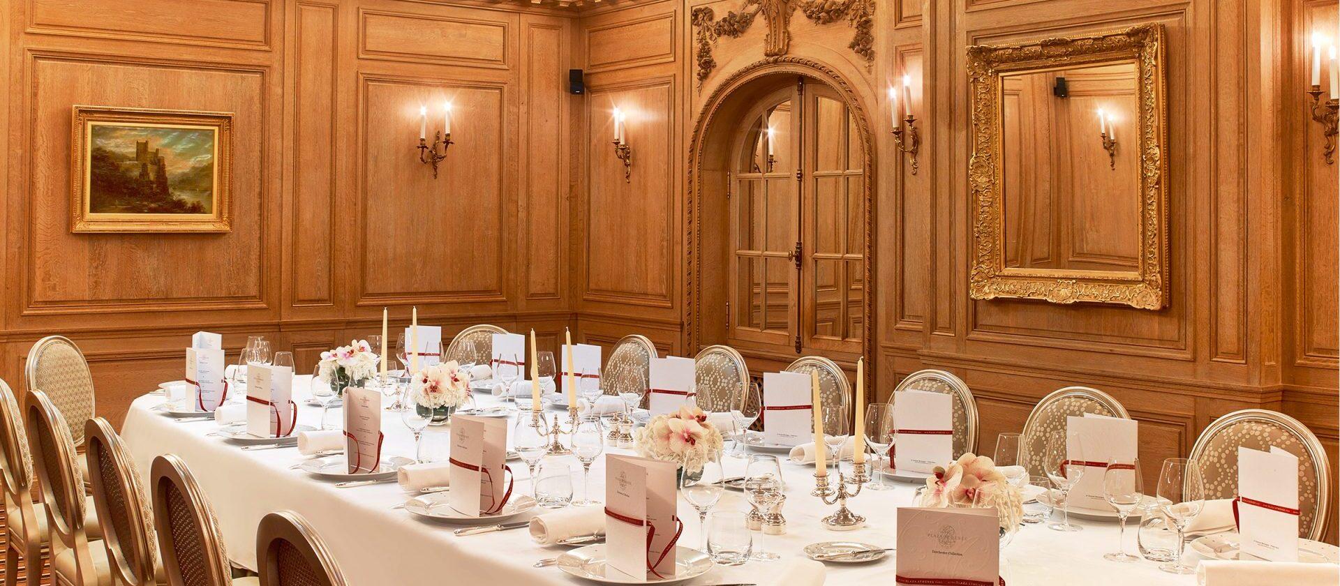 Le salon collection hotel plaza ath n e dorchester for Le salon paris