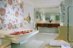 Let the fragrance of rose petals carry you into bathing bliss at Hotel Principe di Savoia