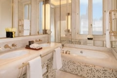 Discover pure bathing pleasure at Hotel Eden