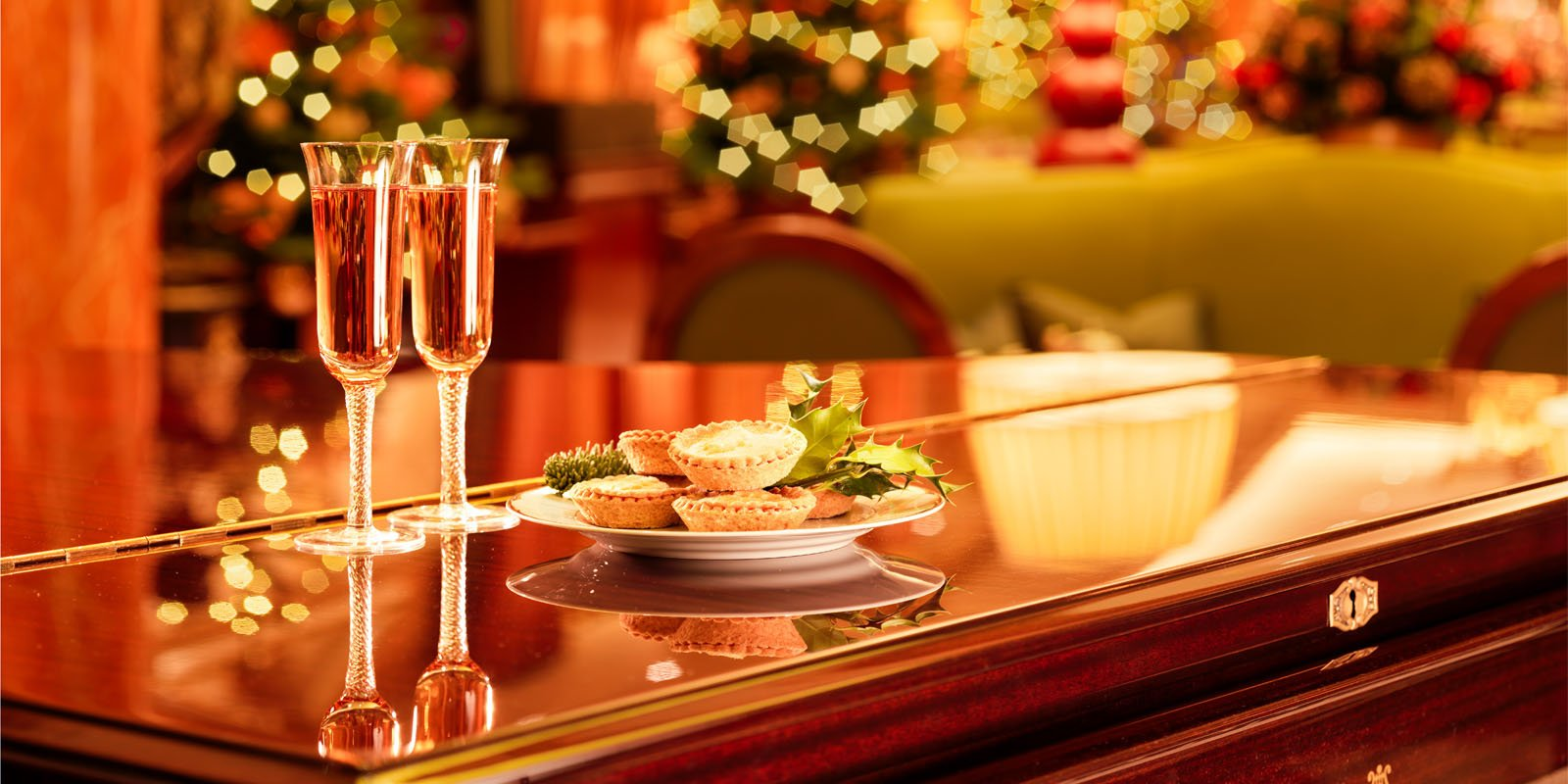 the-dorchester-christmas-rose-champagne-mince-pies