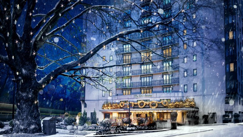 the-dorchester-exterior-christmas-blog