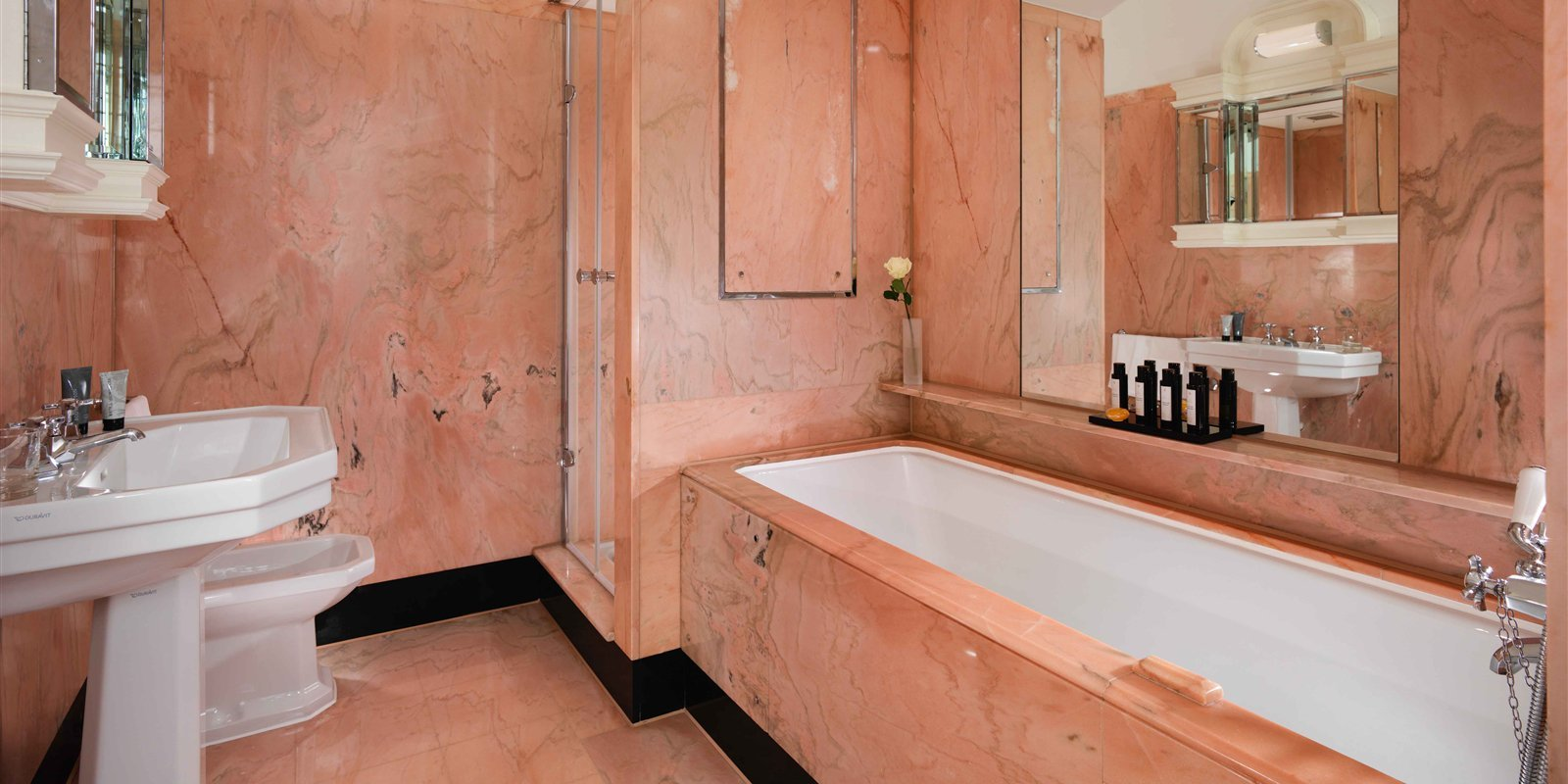 the-dorchester-harlequin-suite-bathroom-with-amenities