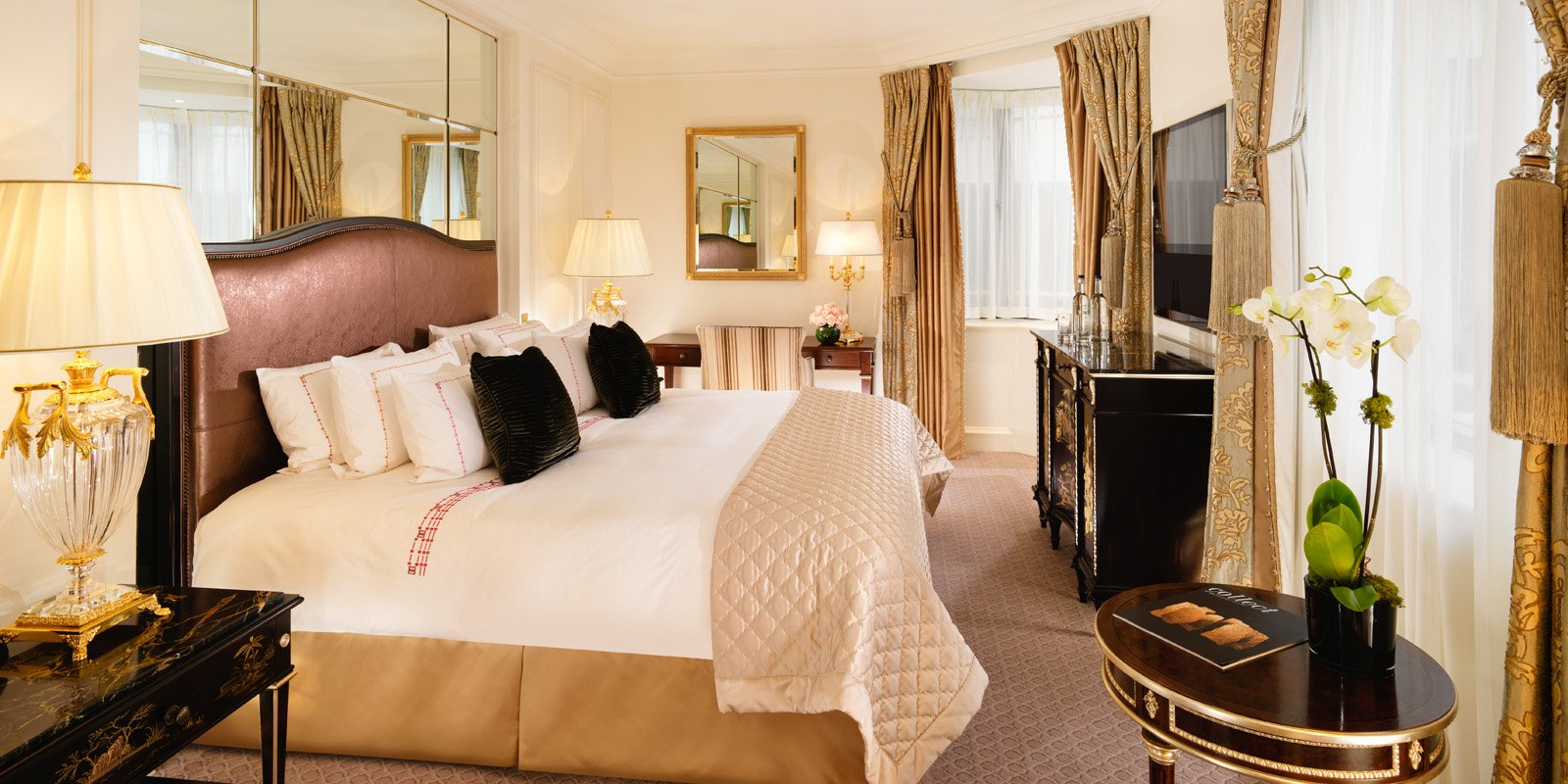 Decorated with bright florals and antique dark wood furniture, the Mayfair Suites overlook the beautiful neighbourhood after which they are named.