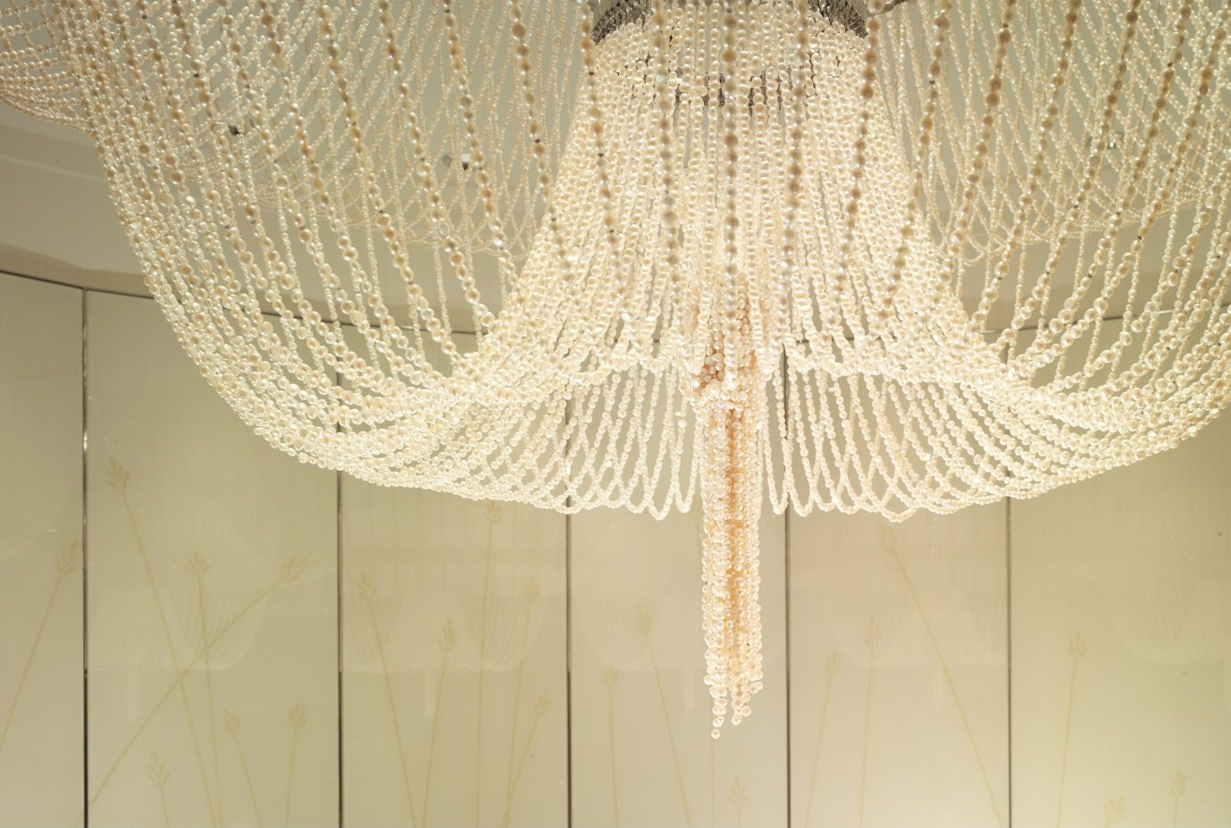 the-dorchester-spa-72000-south-pacific-pearls-chandelier